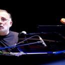 Σειρά συναυλιών Cosmos | Θάνος Μικρούτσικος : Όταν Ο Μπρεχτ Συνάντησε Τον Άμλετ Στη Σελήνη Υπό Βροχή